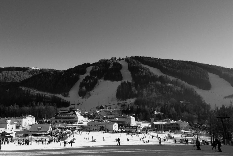 #blackandwhite #skiing #beatifulday #people